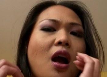 Liderlig asiat Lyla Lei er vild med analsex
